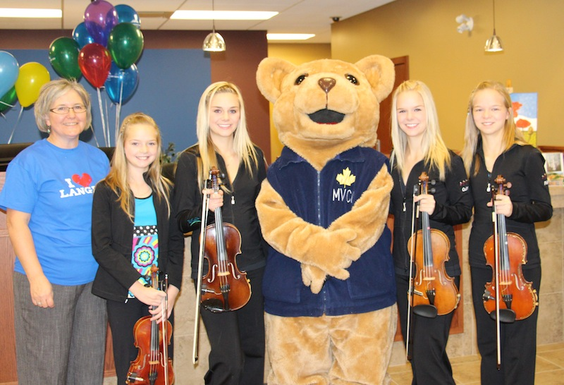 Kiester Family Fiddlers at credit union opening