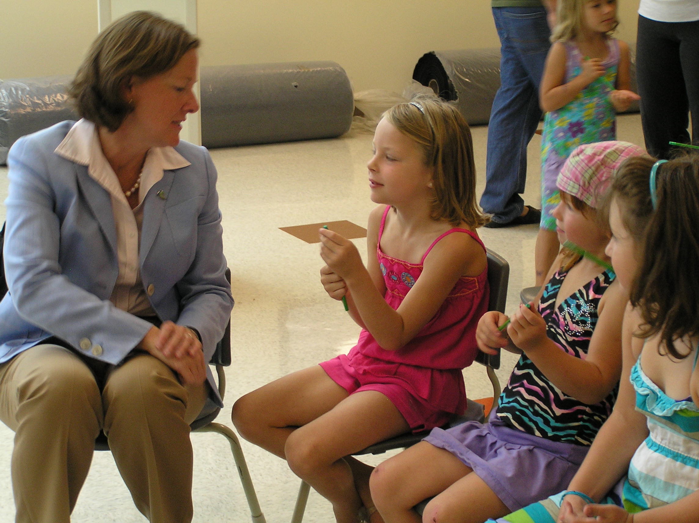 Premier sits with kids